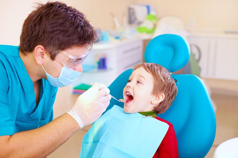 Higiena, kontrola i leczenie stomatologiczne zębów u małych dzieci – co warto wiedzieć?