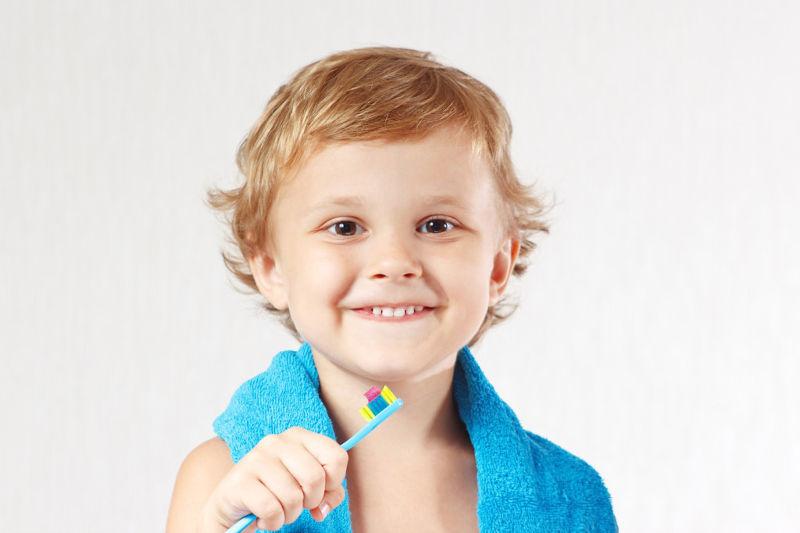Korony protetyczne jako skuteczna metoda odbudowy zębów mlecznych
