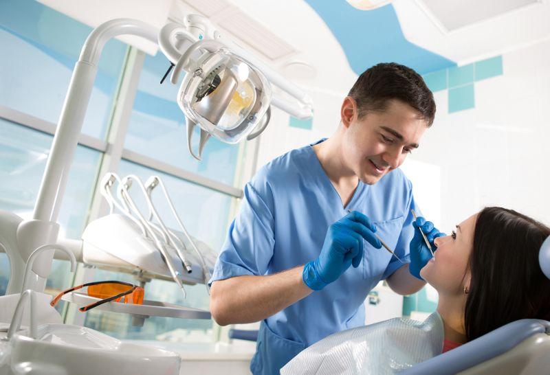 Profilaktyka i usuwanie kamienia na zębach. Poradnik od A do Z